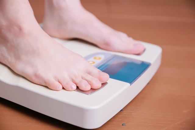 体重測定足元